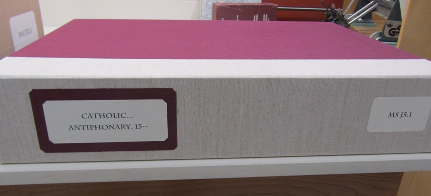 Photograph of clamshell box for MS J5:1