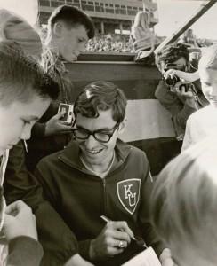 Jim Ryun signing autographs