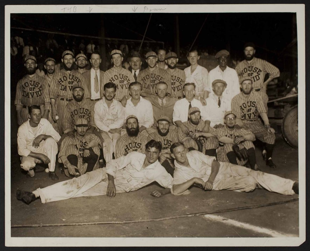 Photograph of T. Y. Baird with a House of David team and the Kansas City Monarchs light boys, undated