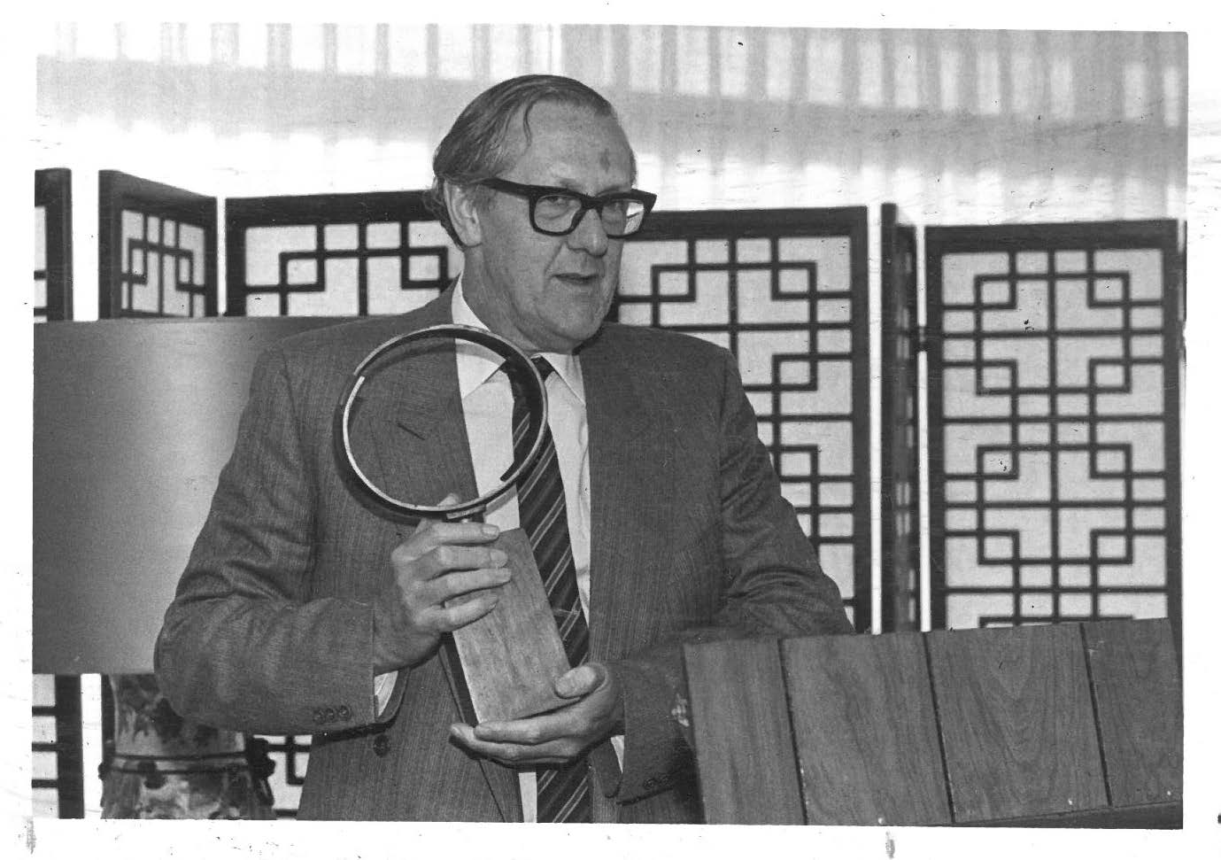 Brian Aldiss accepting the John W. Campbell Memorial Award for Helliconia Spring, Lawrence, KS, 1983.