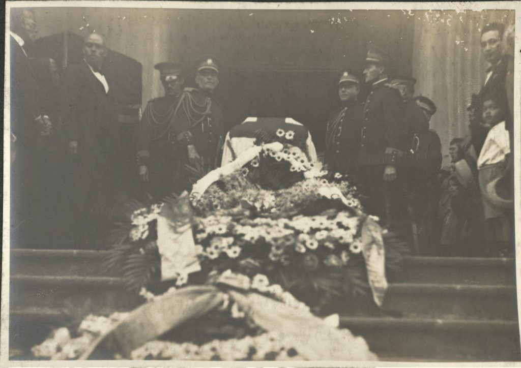 Image from Costa Rican photo album depicting a funeral in San Jose. Call number MS K35, Kenneth Spencer Research Library, University of Kansas Libraries.