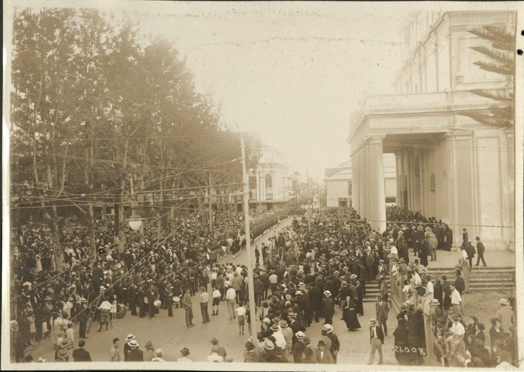 Image from photograph album depicting the funeral of Costa Rican president Bernardo Soto Alfaro. Call number MS K35, Kenneth Spencer Research Library, University of Kansas Libraries