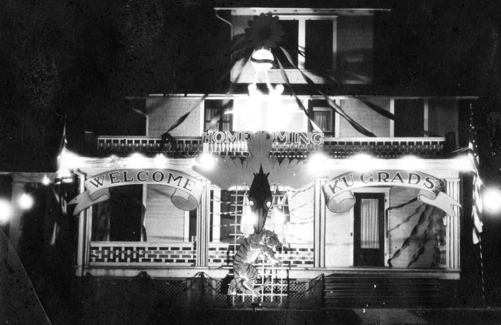 Photograph of the Cosmopolitan Club house decorated for Homecoming, 1925