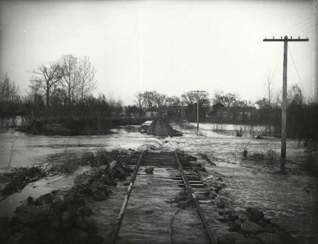 Photograph of a flood on the Missouri River, 1903