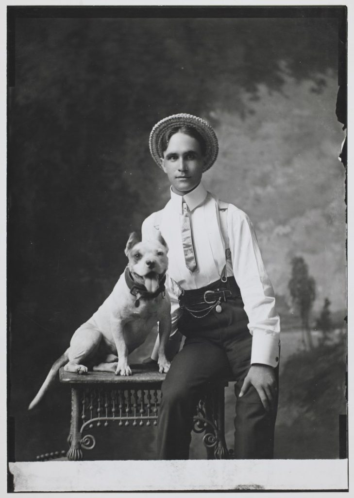 Portrait of Fred Durand with a dog, 1901