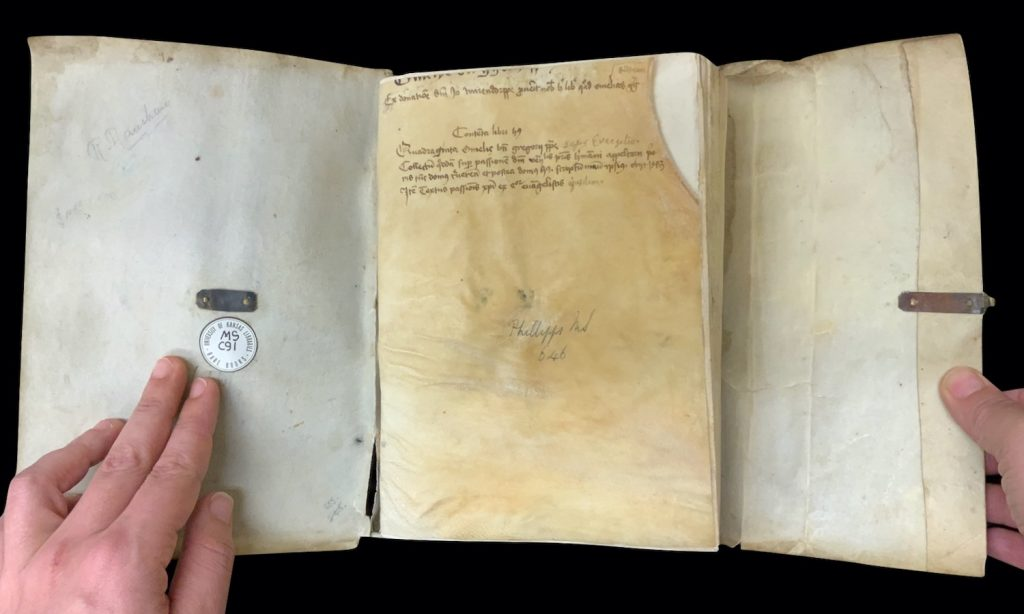 Image of the opening of the manuscript and the table of contents and the ownership inscription on the front flyleaf on MS C91